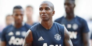Ashley Young : Pinalti Untuk Arsenal Terlalu Memihak